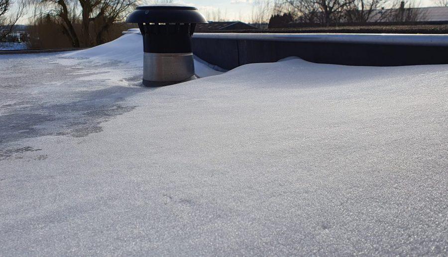 Een licht plat dak? Haal de sneeuw eraf